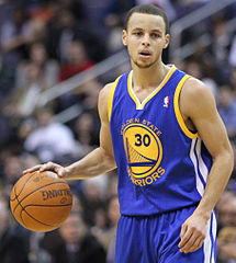 Kaiser Permanente and Stephen Curry entertain with NBA Hoops and Health Clinic